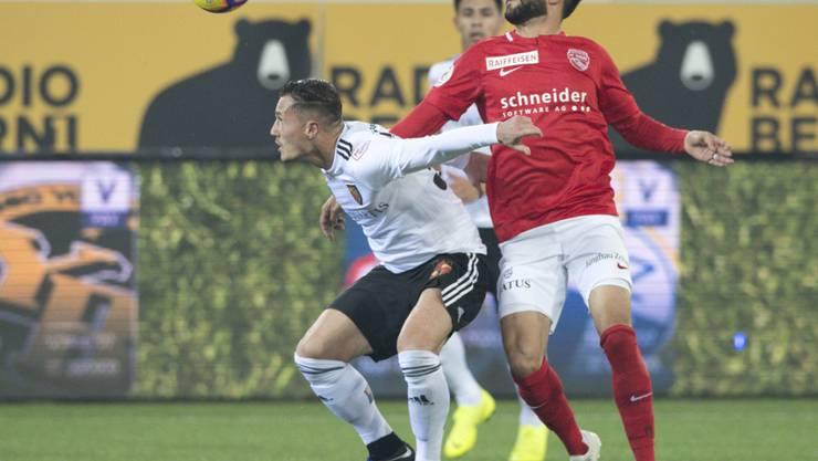 Zweikampf zwischen Thuns Matteo Tosetti (rechts) und Basels Taulant Xhaka