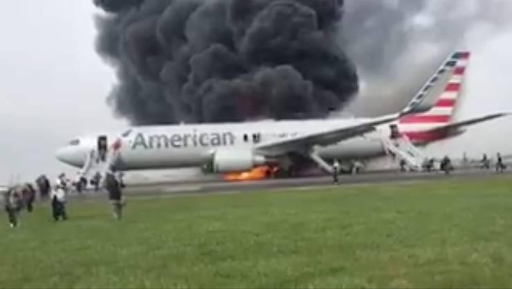 Die Boeing 767 mit 161 Passagieren an Bord fing am Freitag auf der Startbahn Feuer.