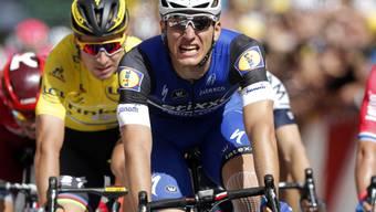 Der deutsche Sprintspezialist Marcel Kittel gewinnt das mit 237,5 km längste Teilstück der 103. Tour de France in Limoges im Massensprint