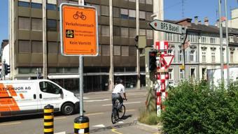 Hier ist Rechtsabbiegen bei roter Ampel schon erlaubt: Kreuzung an der Basler Hohlbeinstrasse.