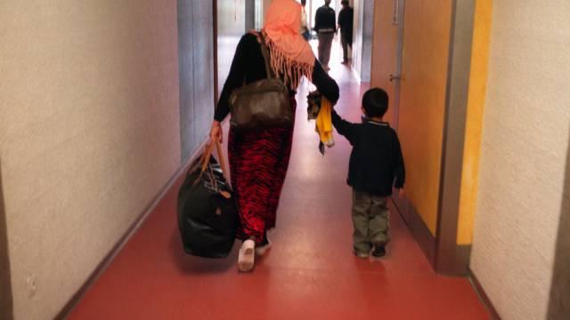 Asylsuchende Frau mit Kind in Schweizer Empfangsstelle (Archiv)