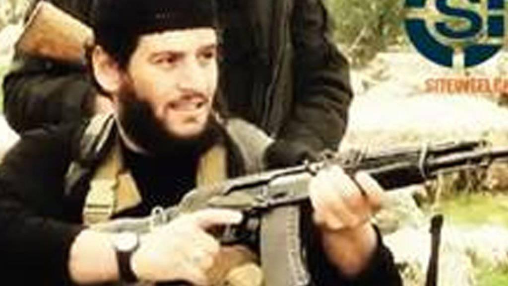 Abu Mohammed al-Adnani, IS-Sprecher und -Propagandachef, auf einem undatierten Bild, das vom  auf die Beobachtung islamistischer Websites spezialisierten US-Unternehmen Site veröffentlicht wurde.