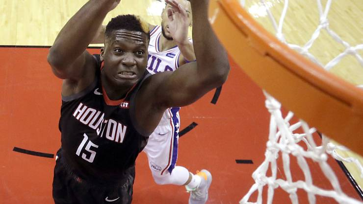Clint Capela (links) trifft mit den Houston Rockets in den Viertelfinals der NBA auf die Golden State Warriors