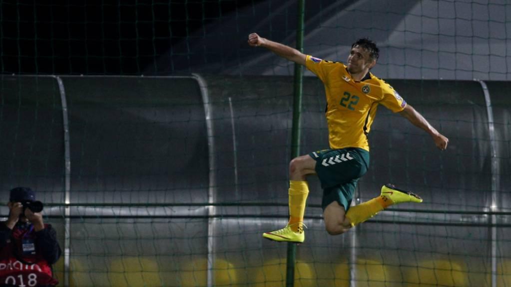 Litauens Matchwinner Fedor Cernych hebt ab