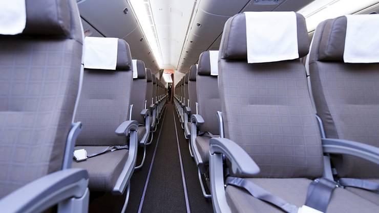 Forscher haben untersucht, welche Stoffe in der Kabinenluft in Flugzeugen zu Krankheitssymptomen führen könnten. (Archiv)