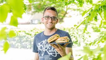 Matthias Anliker vom Bio-Geschäft Naturata hat für die Badenfahrt einen Bagel nach Originalrezept entwickelt. Severin Bigler