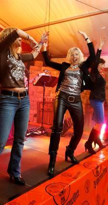 Alter Trick: Mädels auf der Bühne sorgen für Emotionen.