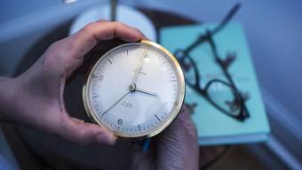 Bald Ende der Sommer- und Winterzeit? Der zuständige Verkehrsausschuss im EU-Parlament hat am Montag in Brüssel für die Abschaffung der Zeitumstellung im Jahr 2021 gestimmt. (Archiv)