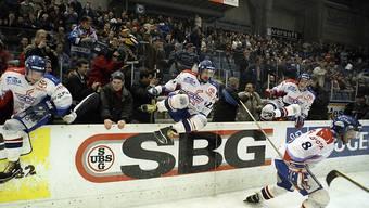 Der magische Moment: Die Klotener Spieler wollen nach dem Gewinn des vierten Meistertitels in Serie zum Feiern aufs Eis