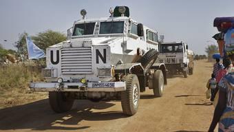 Fahrzeuge der UNO-Blauhelm-Truppen im Südsudan. (Archiv)