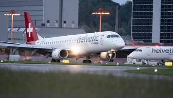 Auch die Fluggesellschaft Helvetic leidet massiv unter der Coronakrise. (Archivbild)