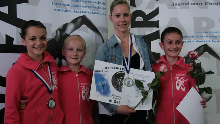 Die erfolgreichen Elevinnen: Olivia Mitchell, Victoria Ziegler, Vera Brotschi und Sara Carulli.