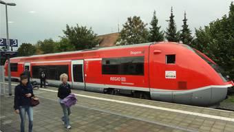 Schon bald soll die Hochrheinbahn elektrifiziert fahren und nicht mehr mit Diesellok. (Archivbild)