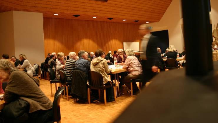 Rund 90 Personen fanden sich im Gemeindezentrum Brüelmatt zum politischen Speed-Dating ein.