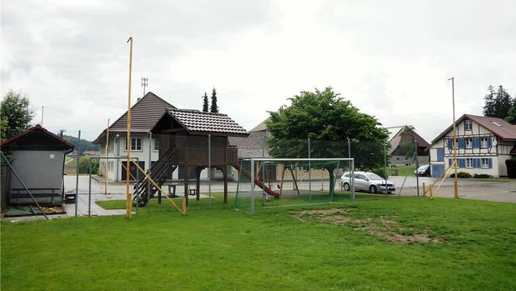 Der Kinderspielplatz muss wegen des Gebäudes für die Wärmezentrale weichen.