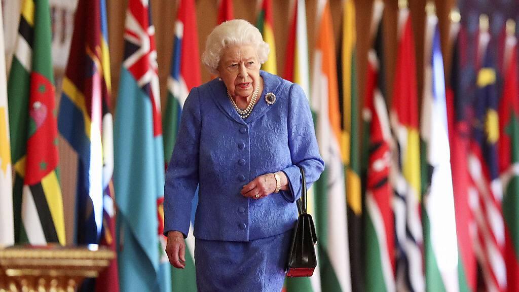 Queen Elizabeth II muss auch in diesem Jahr wegen der Corona-Pandemie auf die Militärparade anlässlich ihres Geburtstags verzichten. Die Queen wird 95. Jahre alt. (Archivbild)