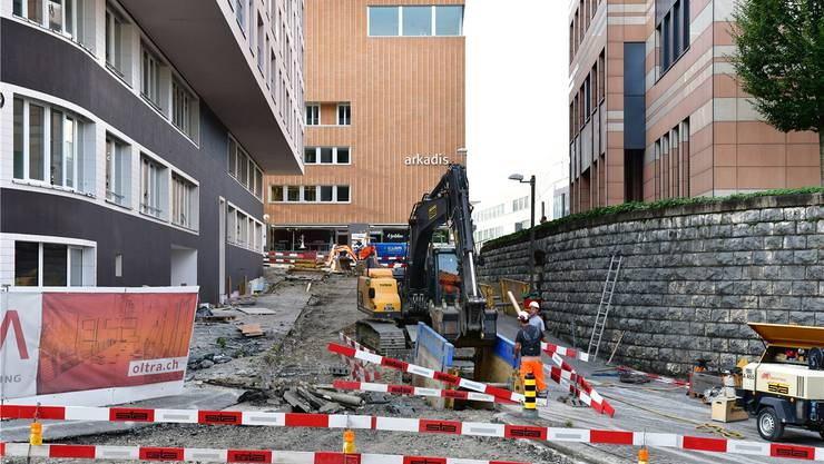 Die Zufahrt zur Autoeinstellhalle (Einmündung in der Mitte der Von-Roll-Strasse links) muss in drei Wochen möglich sein.