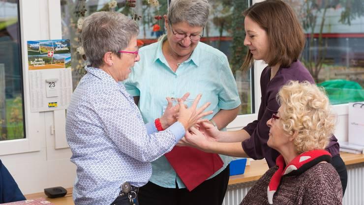 Eine Tagesstruktur, Aktivitäten und soziale Kontakte in der Tagesstätte in Frick steigern die Lebensqualität von Menschen mit einer Demenzerkrankung.
