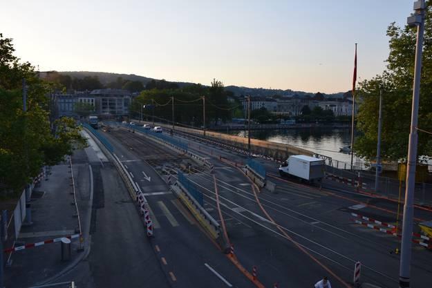 Die Quaibrücke vom Bürkliplatz aus, vom Bellevue über die Brücke werden die Gleise in zweieinhalb Wochen verlegt