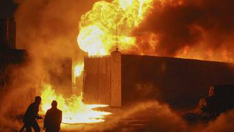 20 Lastzüge der NATO brennen in Pakistan