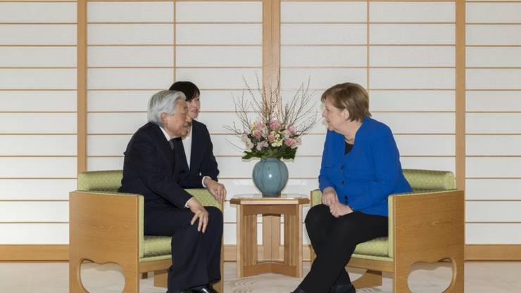 Die deutsche Kanzlerin Angela Merkel hat am Dienstag den japanischen Kaiser Akihito zum dritten Mal getroffen.