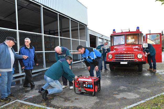 Feuerwehrverein Floriansbrüder Dulliken hegen ihren alten Opel Blitz aus dem Jahre 1960.
