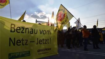 Sie bleiben auch an der 1000. Mahnwache kämpferisch: Die Atomkraftgegner erinnern an die Katastrophe von Fukushima und halten hartnäckig an ihren Forderungen fest.