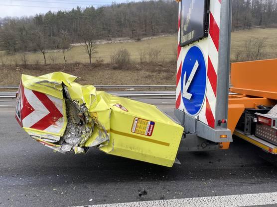 Er verletzte sich leicht, an beiden Fahrzeugen entstand ein Schaden von etwa 34'000 Franken.
