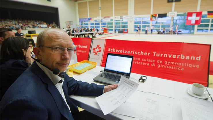 Länderkampf vor vollen Rängen und der Präsident als Hallenspeaker: Werner Bill war am Samstag in Utzenstorf in seinem Element.
