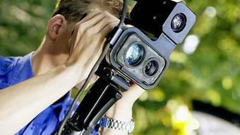 Mit einem mobilen Lasermessgerät kontrollierte die Aargauer Kantonspolizei die Geschwindigkeit in Aristau