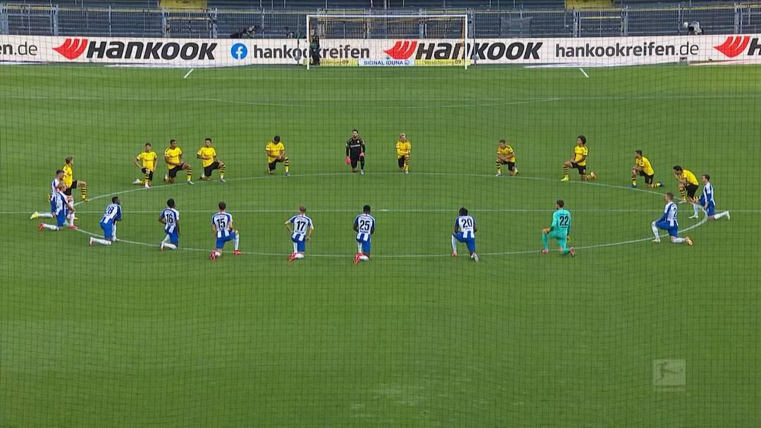 Bundesliga-Spieler knien als Zeichen gegen Rassismus