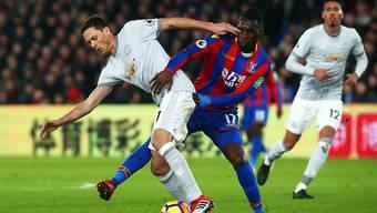 Nemanjo Matic, der Torschütze in der Nachspielzeit, lässt sich den Ball nicht wegschnappen