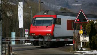 Diese Barriere in Schinznach-Bad blieb trotz Zugverkehr oben. (Bild: Chris Iseli)