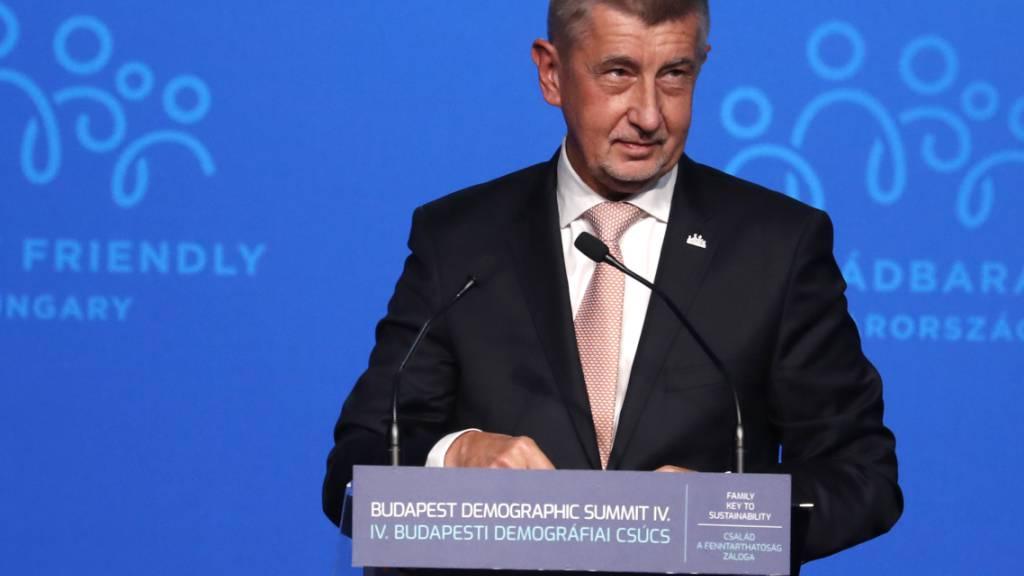 Tschechiens Regierungschef Babis lässt sich zum dritten Mal impfen
