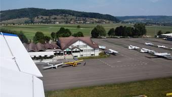 Der Abstand zwischen zwei stationierten Flugzeugen auf dem Flugplatz Birrfeld soll um wenige Zentimeter vergrössert werden.