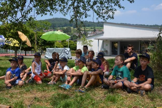 Kindergruppe vor dem Kirchgemeindehaus