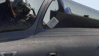 Pilot in einem Rafale-Kampfflugzeug für den Einsatz über Libyen (Symbolbild)