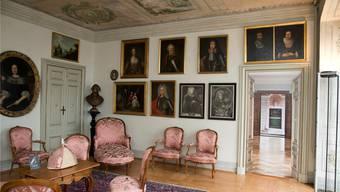 Die Möbel und Kunstgegenstände werden verständlich erklärt und entführen in die Zeit der Ambassade.