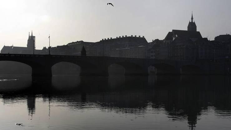 Der 35-jährige Basler konnte nur tot aus dem Rhein geborgen werden (Symbolbild).