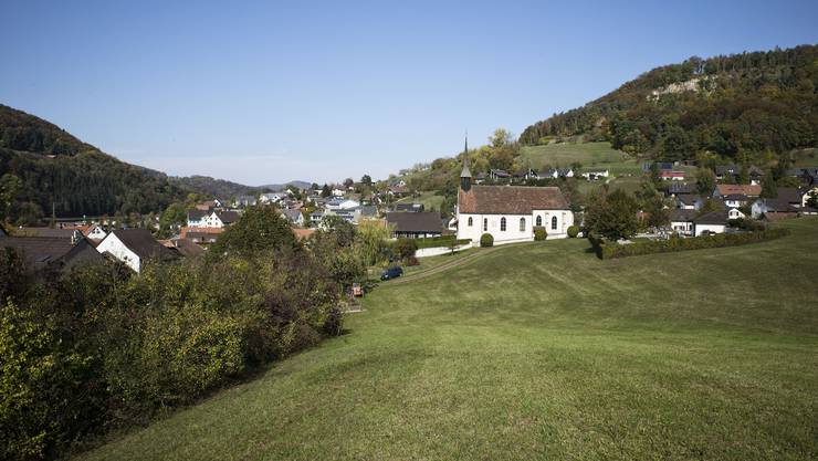 Die Wiese der Begehrlichkeiten: Die Stifung Kirchengut und der Gemeinderat wollen sie überbauen, das Komitee Chilchacher auf keinen Fall.
