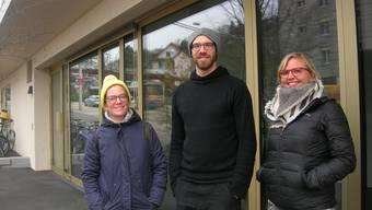 Jenny Casetti (rechts), Boris Périsset und Josephine Herzig vor dem Ladenlokal am Bucheggplatz: Hier werden ab Januar lokale Produkte zu haben sein.