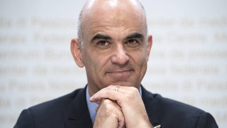 Bundesrat Alain Berset hat sich heute am Rande einer Pressekonferenz zu einem gegen ihn gerichteten Erpressungsversuch geäussert.