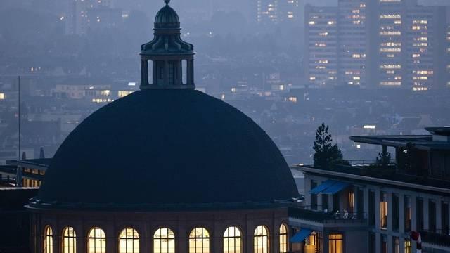Licht brennt unter der ETH-Kuppel in Zürich (Symbolbild)