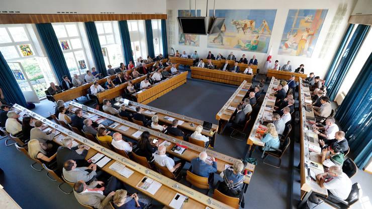 Angesichts der kontroversen Meinungen will die Justiz- und Sicherheitskommission mit der Reorganisation des Landrates noch abwarten. (Archiv)