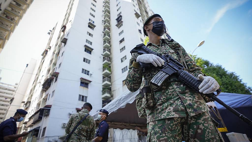 Malaysia kämpft gegen schwere Corona-Welle - Rekord-Neuinfektionen