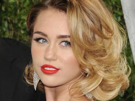 Miley als junge Frau, Anfang 2012
