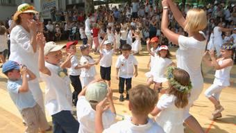 Der Tanz auf der Schützenmatte ist fester Bestandteil des Brugger Jugendfestes. Walter Schwager/Archiv