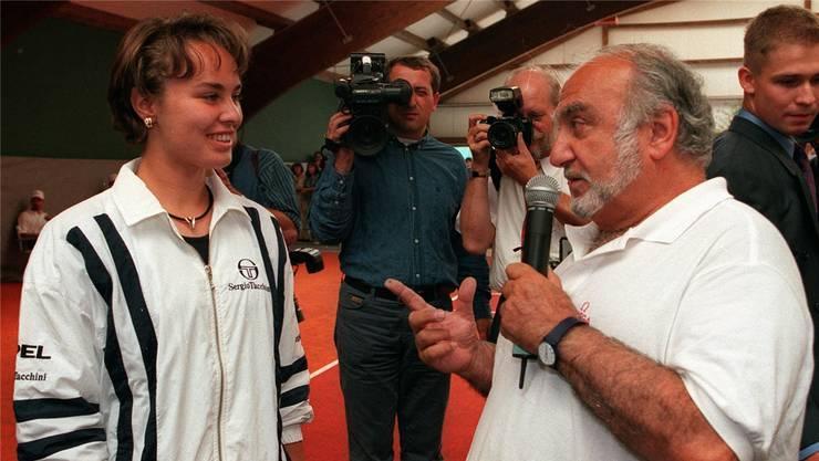Martina Hingis gewann gegen Nicolas Hayek. – Bild: M. Limina (11. Juni 1997)