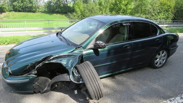 Gestern Mittwochmittag, 30. August 2017, 12.10 Uhr prallten auf der Aarauerstrasse in Sins ein Jaguar mit einem Audi zusammen. Der Sachschaden wird auf zirka 15'000 Franken geschätzt.