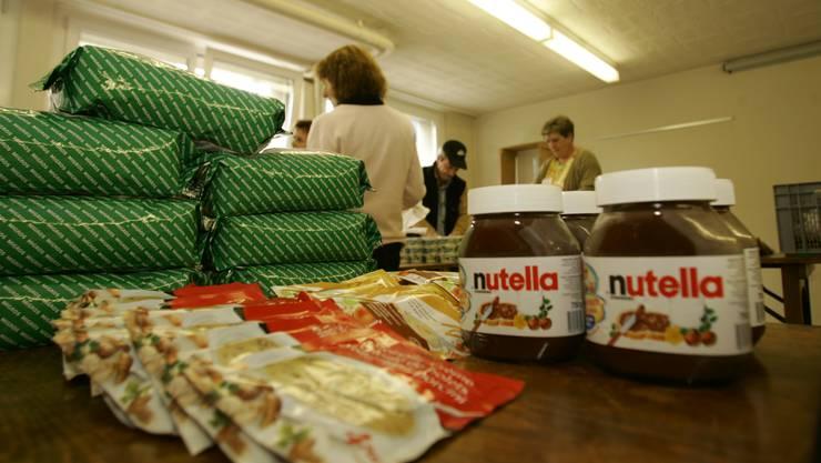 Tischlein deck dich verteilt Lebensmittel an Arme.